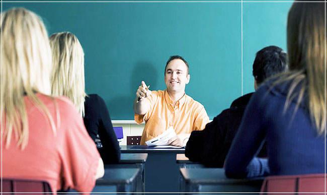 Он Учитель.
