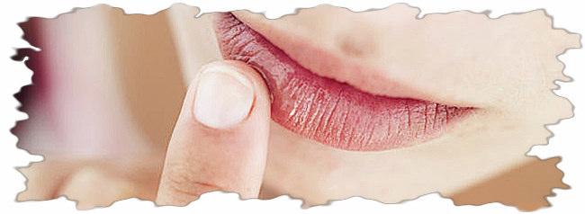 Сухие губы.