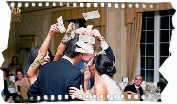 Дарят деньги на свадьбу
