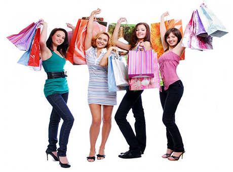 Девушки довольны покупками