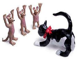 Мышки в плену у кошки